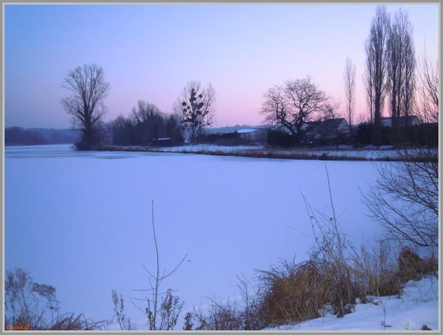 http://i42.servimg.com/u/f42/09/02/90/60/neige214.jpg