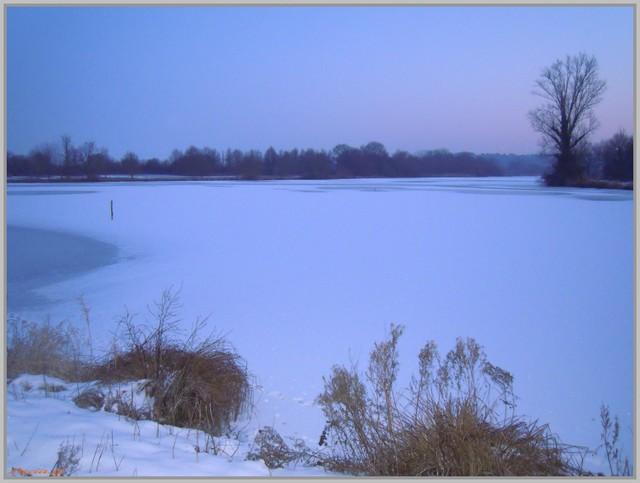 http://i42.servimg.com/u/f42/09/02/90/60/neige215.jpg