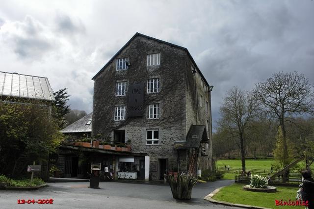 Plélo, la chute du moulin. dans Bretagne au_cha13