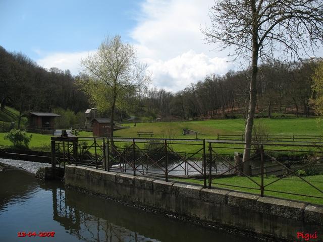 Plélo autour du char à bancs.  dans Bretagne pierre16