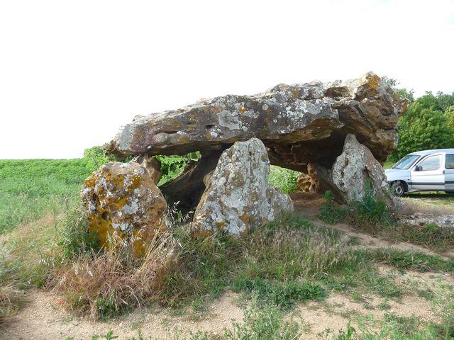 Dolmen Neuville Poitou