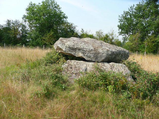 Dolmen Neuillé Pont Pierre