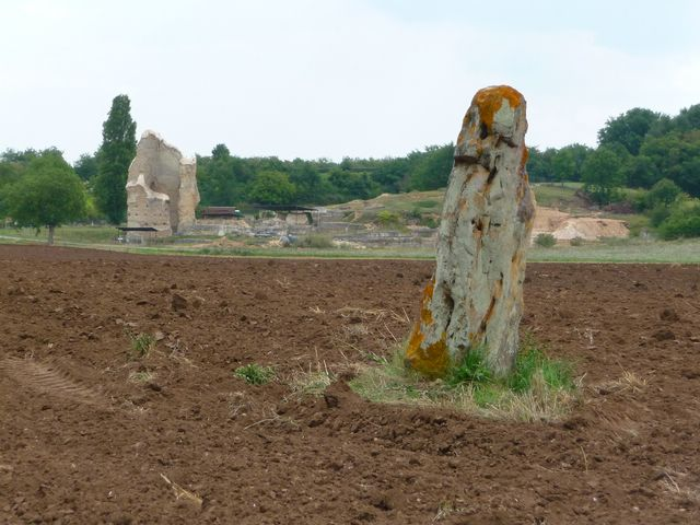 Menhir Naintré