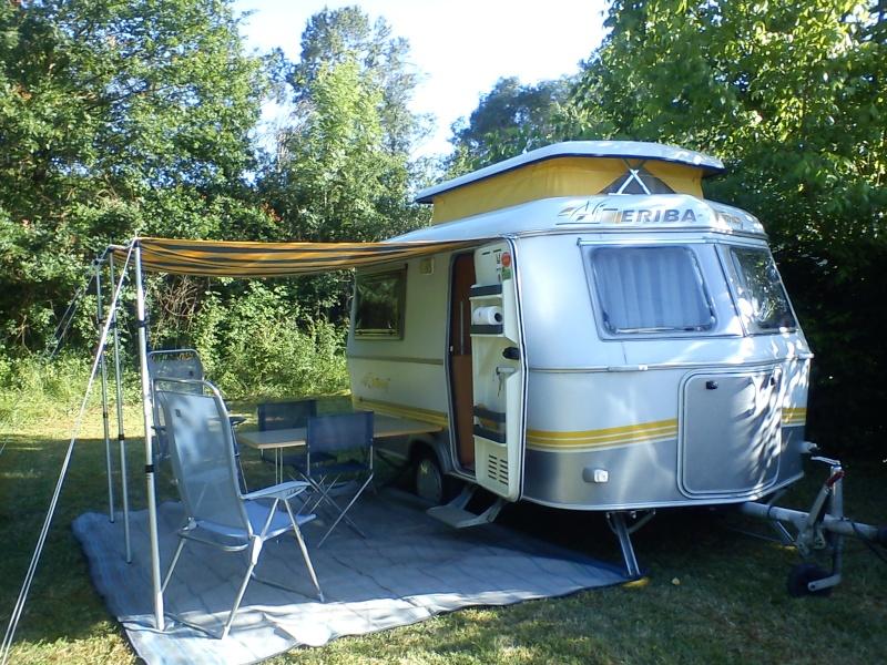 Casquette pour caravane eriba for Store interieur pour caravane