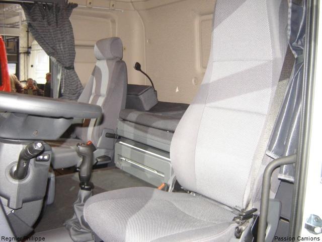 Besoin de l 39 avis de tous les camionneurs ses svp important for Camion americain interieur cabine