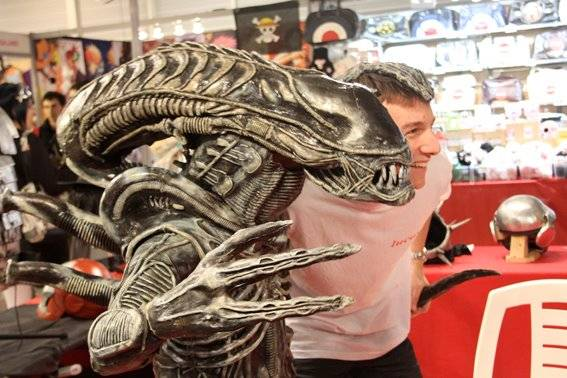 how to make a xenomorph costume