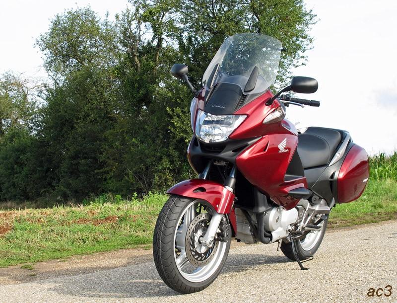 une moto pour se ballader deux page 2 conseil d 39 achat motos essais achats conseils. Black Bedroom Furniture Sets. Home Design Ideas