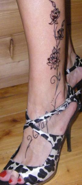 Tatuaggi caviglia piede fiori kamistad celebrity pictures for Tatuaggi fiori sul piede
