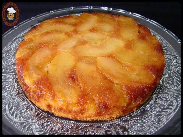 En fin de cuisson, éteindre le four et laisser tiédir le gâteau. Le démouler en le retournant sur un plat de service.Déguster.