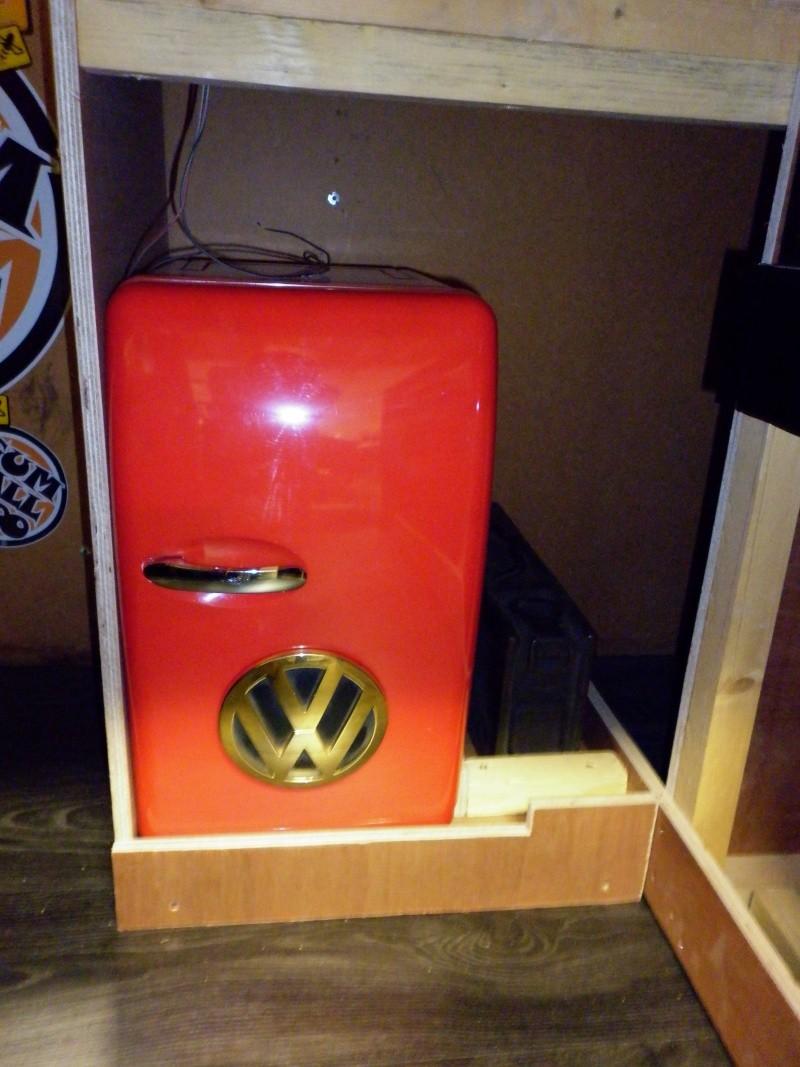 vw afficher le sujet combi bay windows rouge. Black Bedroom Furniture Sets. Home Design Ideas