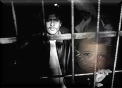 Cuanto dolor hecho Poesia!! Hombre preso que mira a su hijo