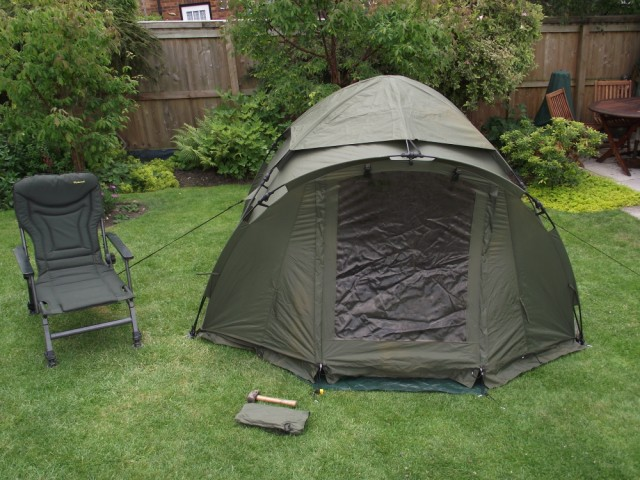 The tent is a 1 Man Fox Easy Dome tent. Its about as sturdy waterproof and strong as you can get for sub £250. There are 2 models. & Fox Ground Tent: Easy Dome Review