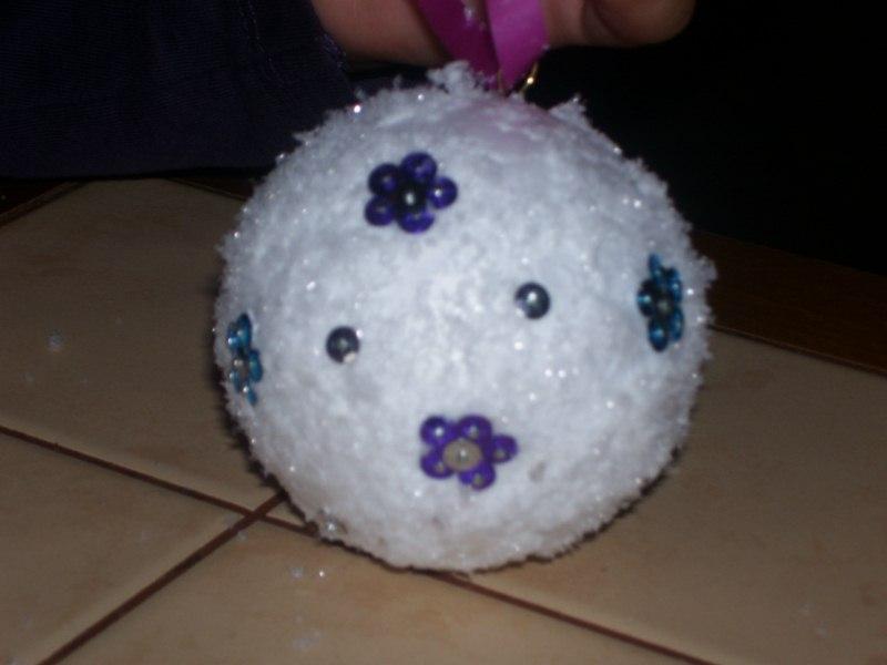 Boules en polystyr ne for Decorer une boule de noel