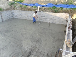 Autoconstruction de piscine creus e en parpaings for Piscine en parpaing