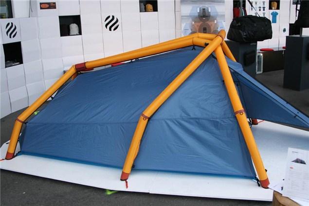 la tente gonflable de heimplanet. Black Bedroom Furniture Sets. Home Design Ideas
